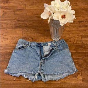 💥VINTAGE 💥1991 Levi's Cut off Jean Shorts